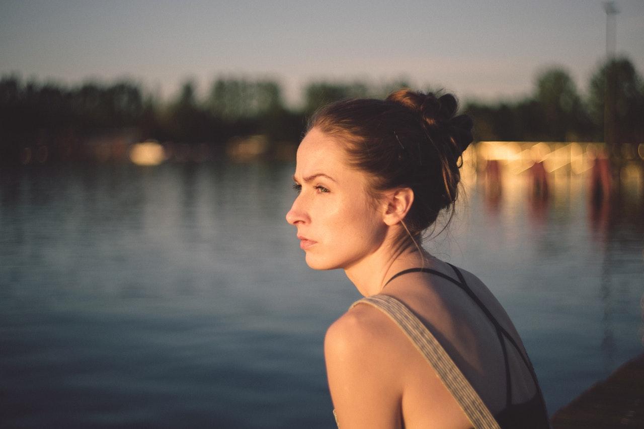 Intervju: 25-letno dekle z izkušnjo depresije
