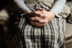 Intervju: Kako Alzheimerjevo bolezen babice doživlja vnuk?