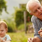Interakcije z otroki pozitivno vplivajo na zdravljenje demence